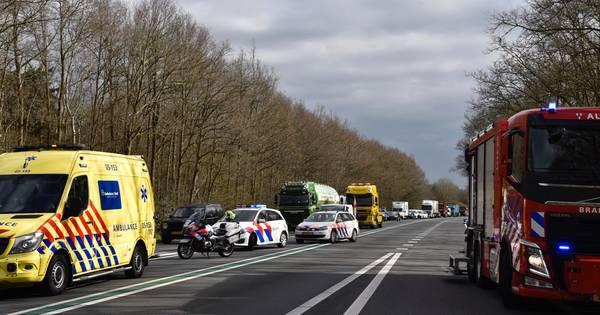 Ernstig ongeval op N36: weg volledig dicht tussen Mariënberg en Vriezenveen.