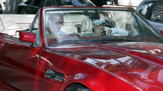David en Victoria Beckham in de Aston Martin in 2003 in Madrid.