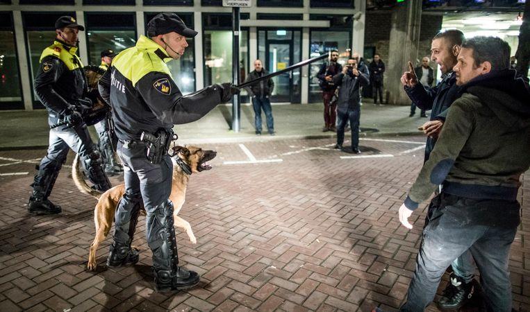 Een van de foto's uit de genomineerde reeks voor de Zilveren Camera over de protesten in Rotterdam. Beeld null